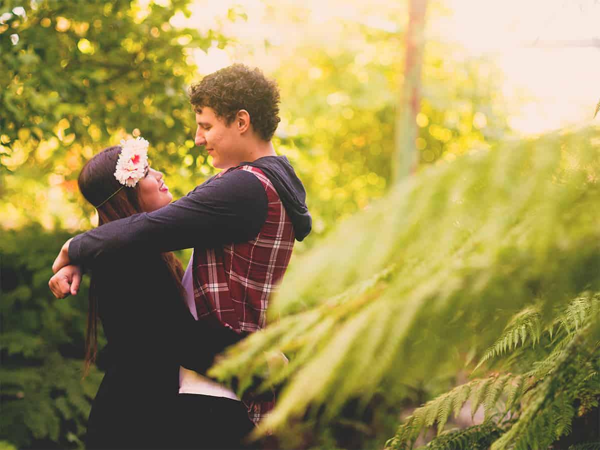 Couple shoot in the beautiful Ballarat Botanical Gardens